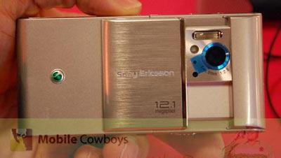 """""""Siêu-phẩm""""-Sony-Ericsson-Idou-lộ-thêm-phiên-bản-màu-bạc"""