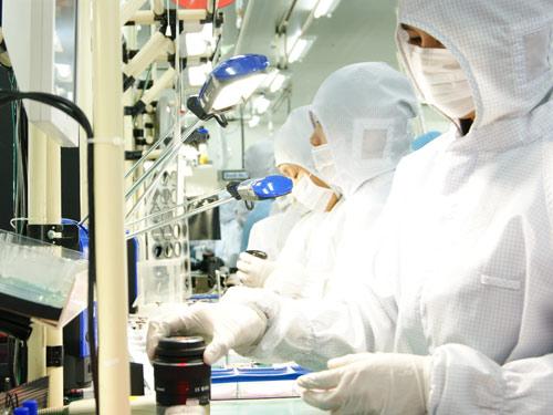 Khu vực phòng làm sạch nhằm đảm bảo bụi không xuất hiện giữa các lớp kính. Điều này rất quan trọng để duy trì chất lượng cao trong sản xuất ống kinh. Ảnh: Sony.
