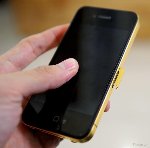 I Phone 4 được mạ vàng 249_Tren-tay-iPhone-4-ma-vang