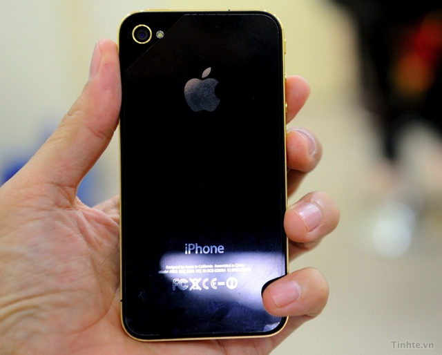 I Phone 4 được mạ vàng 251_Tren-tay-iPhone-4-ma-vang