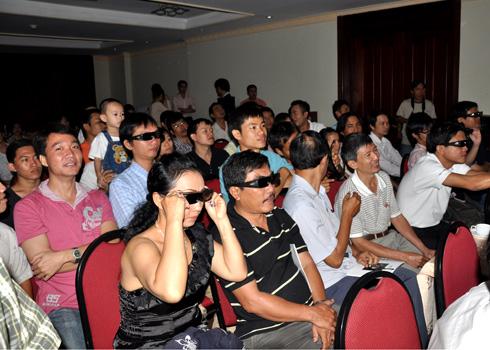 Dân chơi HD Sài Gòn thử nghiệm máy chiếu 3D Sony