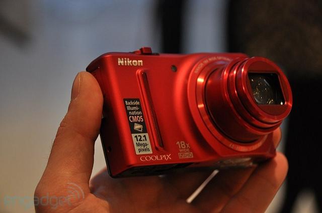 Nikon Coolpix S9100: máy chụp hình du lịch siêu zoom
