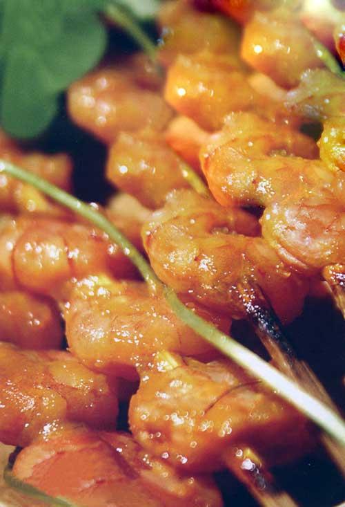 Nấu ăn: Tôm nướng xiên sốt xoài
